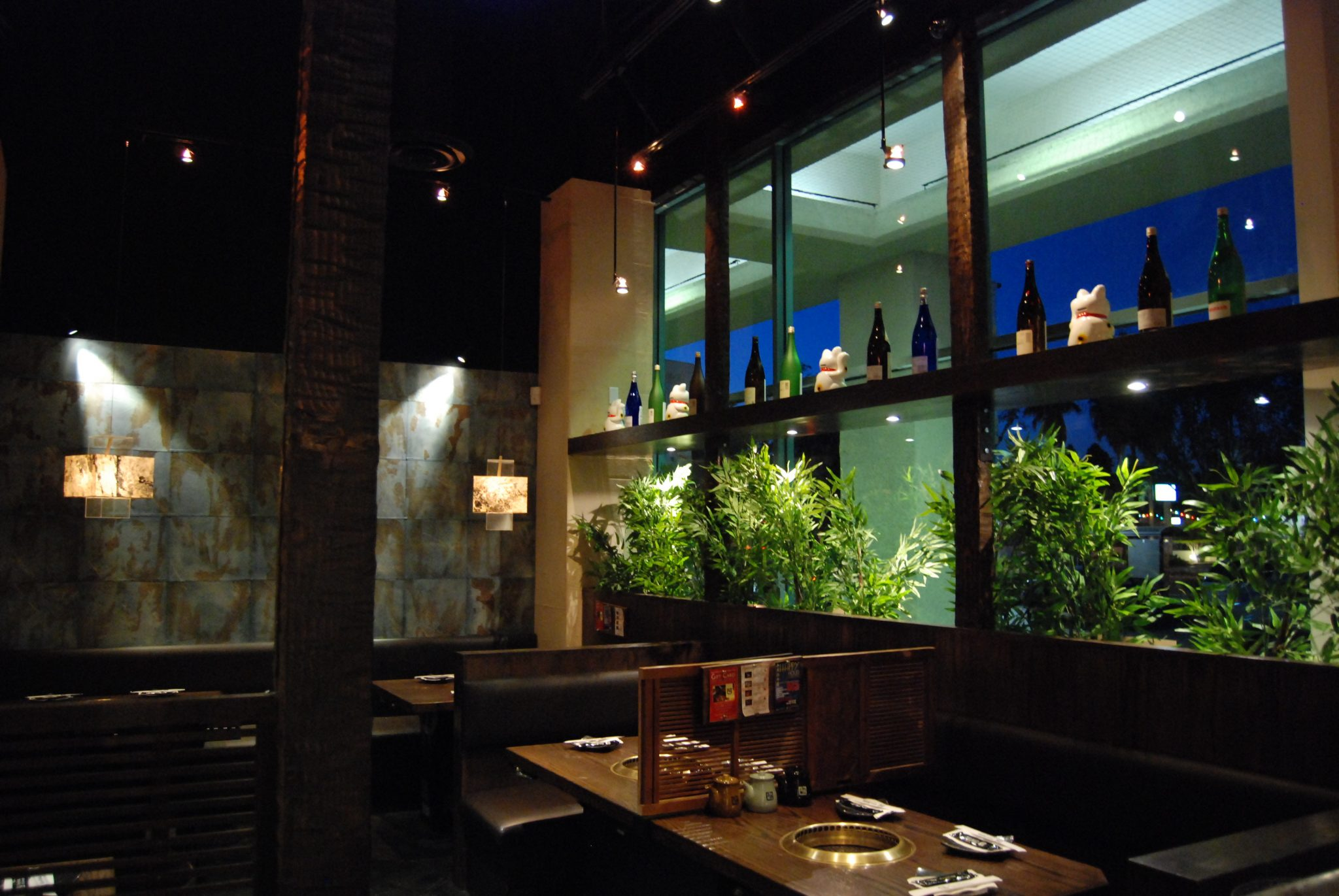 Huntington Beach Interior Open Tables